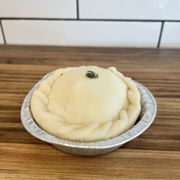 Small chicken and leek pie